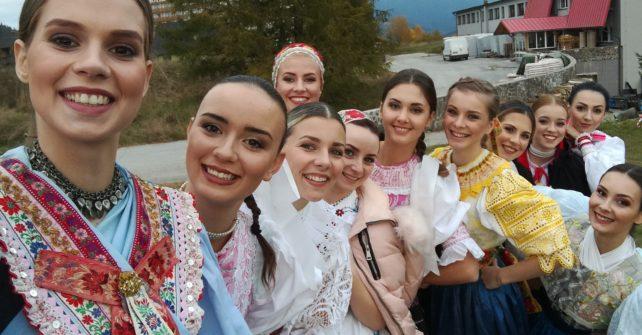 O víťaznú partu Miss folklór zabojuje matičiarka a divadelníčka z Komárna
